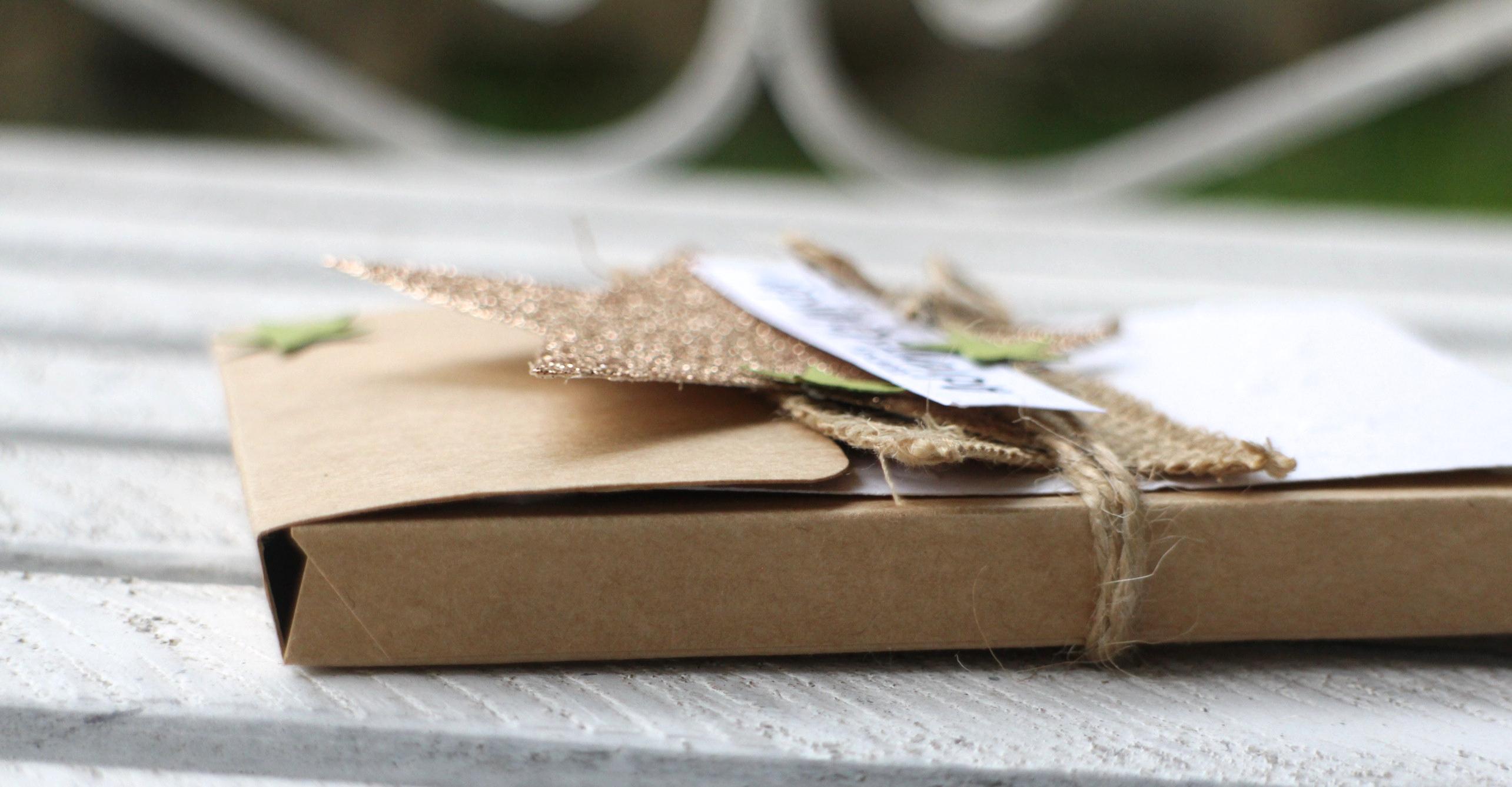 """""""Adventskalender to go"""" - Stampin´ Up! Artisan DesignTeam BlogHop 13.11.2014 - Verpackung mit Prägefolder """"Glückssterne"""" und Juteband Detailbild03"""